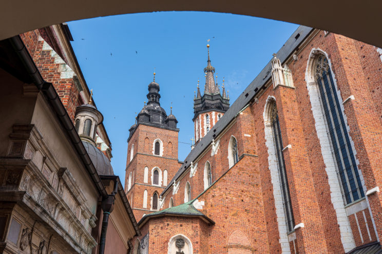 St. Marys Basilica rear view Kraków | f/8 1/250sec ISO-100 30mm  | ILCE-7RM3 | 2019-06-21 07:37:45