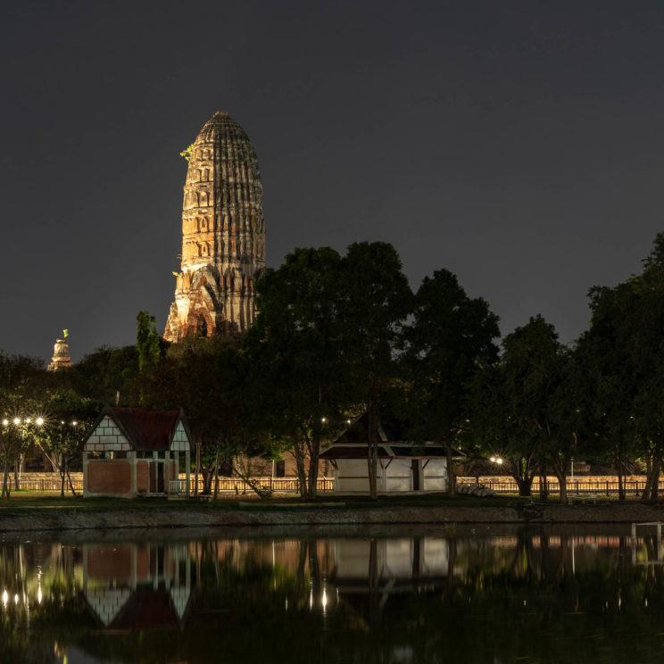 Wat Ratchaburana at night | f/8 25sec ISO-200 55mm