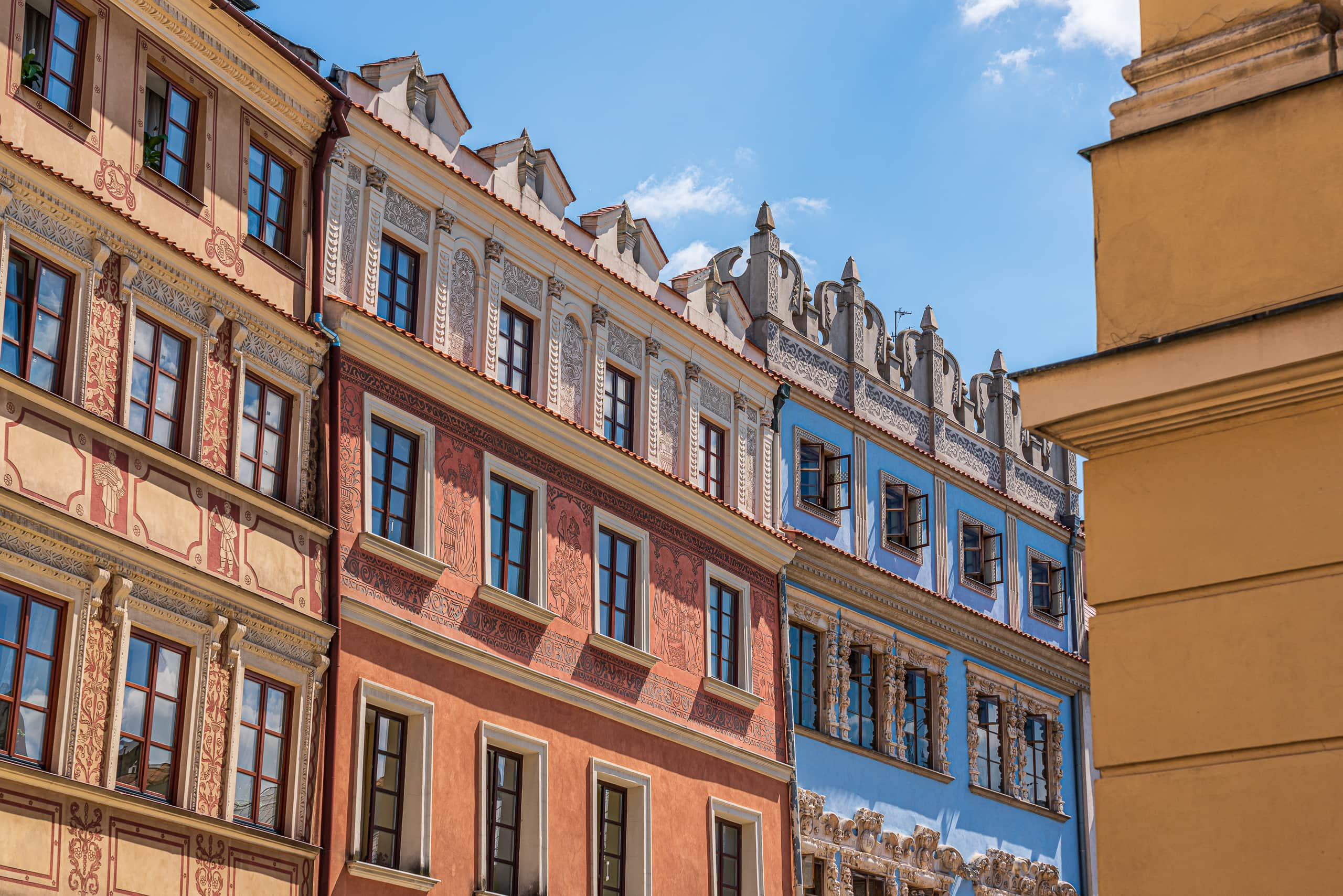 Building in the Old Town | f/8 1/320sec ISO-100 56mm  | ILCE-7RM3 | 2019-06-24 11:59:42