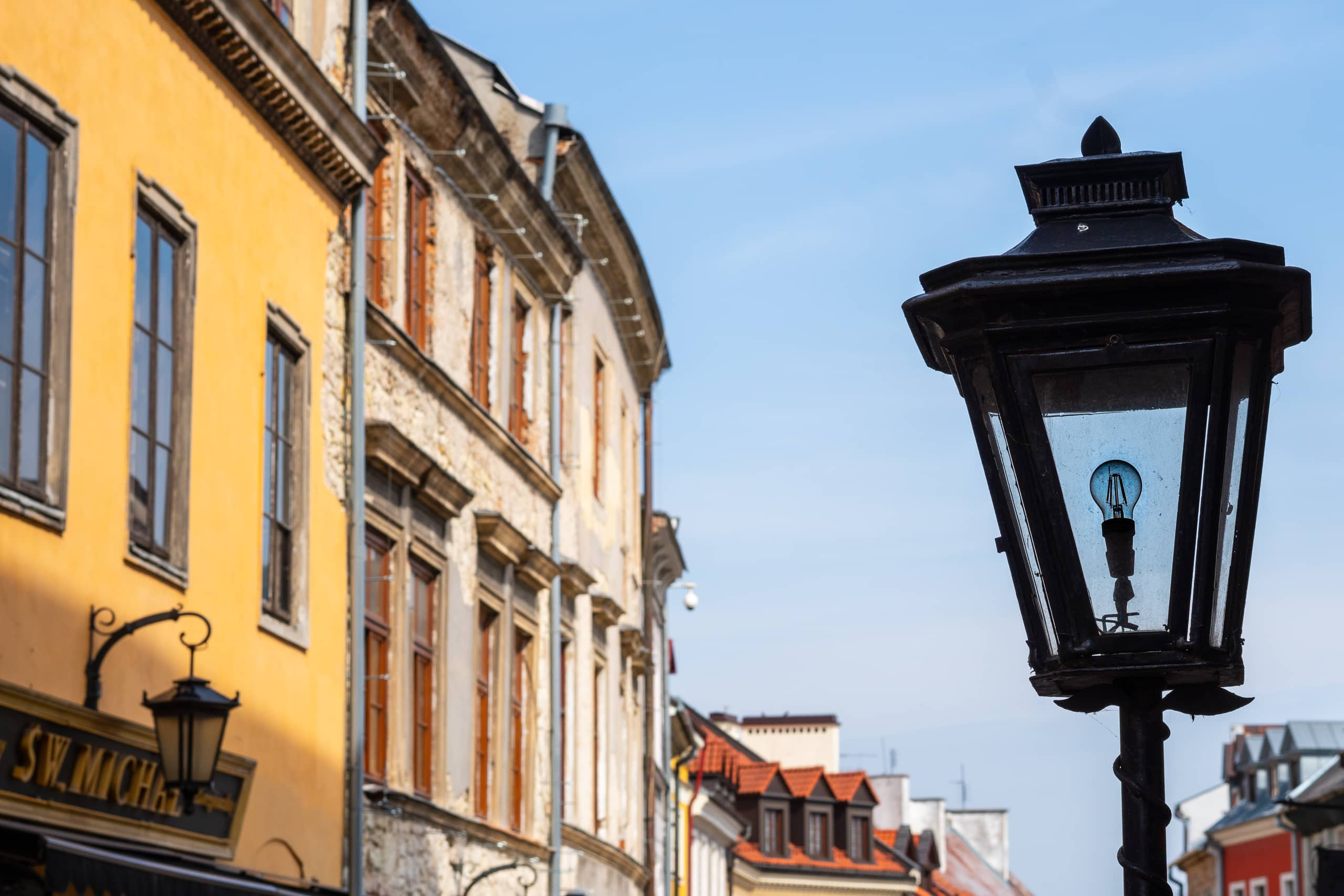 Street lantern in the Old Town | f/8 1/250sec ISO-100 55mm  | ILCE-6500 | 2018-09-08 11:11:31
